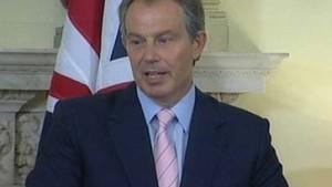 Erste Festnahme - Blair mahnt zur Ruhe