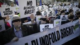 Mehr als eine Million Briten zeigen May den Willen des Volkes