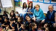 Die Kanzlerin zu Besuch in einer Schule, inmitten von Beirut