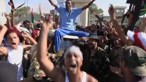 Rebellen stürmen Gaddafis Hauptquartier