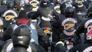 Eine Macht am Main? Die Hells Angels, die sich selbst gerne als streitbare Motorradfreunde mit einer Vorliebe für Bier und schöne Frauen darstellen