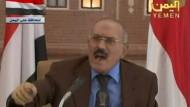Er werde die Macht in den kommenden Tagen abgeben, erklärte das Staatsoberhaupt in einer Fernsehenansprache.