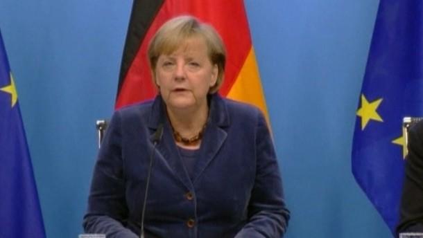 Die Banken sagten für den Schuldenschnitt einen Verzicht von 50 Prozent zu. Bundeskanzlerin Merkel und Frankreichs Präsident Sarkozy werteten den Gipfel als Erfolg.