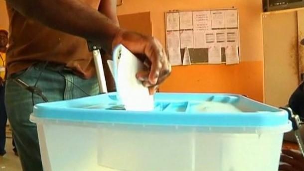 Bürgerrechtler und die Opposition kritisierten die Abstimmung als einseitig und unglaubwürdig.