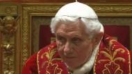 Wenige Stunden vor dem offiziellen Ende seines Pontifikats hat sich Papst Benedikt XVI. von seinen Kardinälen verabschiedet.