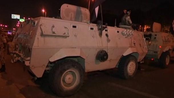 Spitzen der Muslim-Brüder verhaftet, Mursi in Gewahrsam - Mehrere Tote bei Gewalt in der Nacht.
