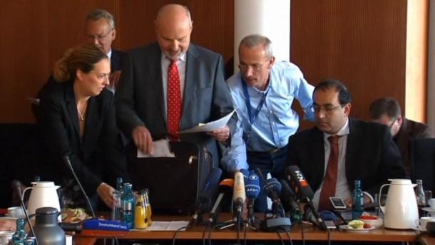 Der Euro-Hawk-Untersuchungsausschuss hat seine Arbeit beendet - die Meinungen über das Ergebnis gehen aber weit auseinander.