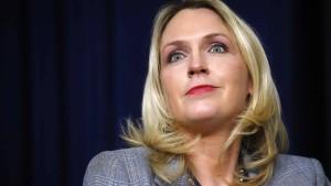 Trump-Mitarbeiterin verlässt nach McCain-Verunglimpfung Weißes Haus