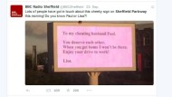 Frau serviert untreuen Gatten per Werbetafel ab
