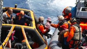 Deutsche Marine rettet mehr als 500 Flüchtlinge