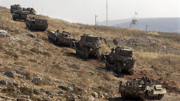 Israelische Panzer im Gelände