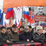 Gedenkmarsch für Boris Nemzow am Sonntag in Moskau: Dem Chef der Oppositionspartei Parnas, Michail Kasjanow, klebt nach einem Farbbeutel-Angriff grüne Farbe im Gesicht.