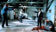 """Wer zuerst schießt, verliert. Aber wer nicht schießt, verliert wahrscheinlich auch. Szene aus Quentin Tarantinos Film """"Reservoir Dogs"""""""