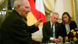 Schäuble rückt von Flüchtlings-Umverteilung ab