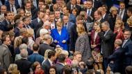 Unübersehbar: Kanzlerin Angela Merkel bei der Abstimmung im Bundestag