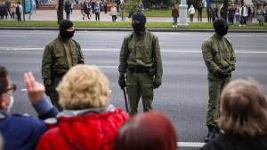 Polizei darf nun auch scharf auf Demonstranten schießen