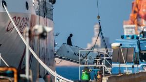 Gericht: Hafensperrung war nicht nur Salvinis Werk