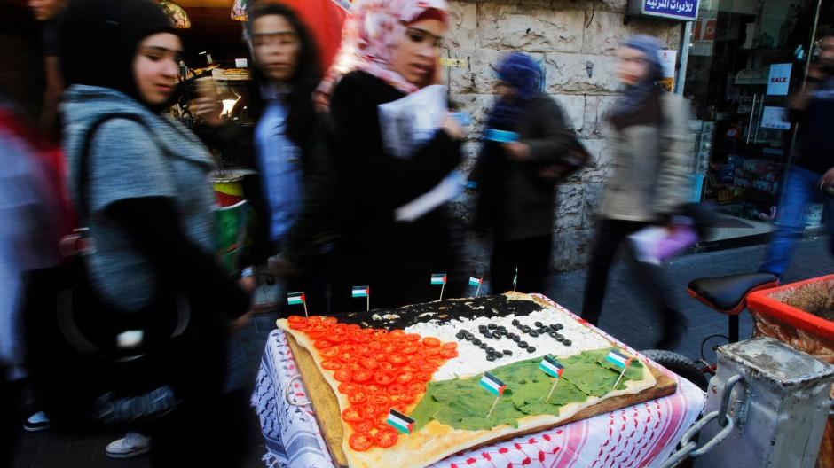 Feierstimmung: Ein Restaurant in Ramallah hat eine Pizza in den palästinensischen Farben belegt