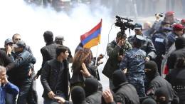 Polizei löst Demonstration gegen Regierung auf