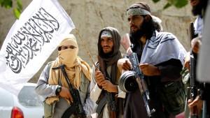 Taliban überrennen Militäreinrichtungen