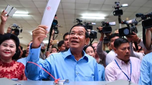 Hun Sen kann mit weiterer Amtszeit planen