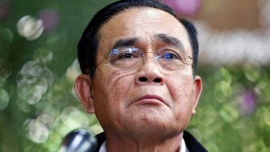 Thailands Regierungschef darf im Amt bleiben