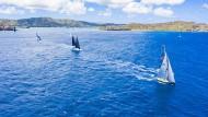 Segelboote bei einer Regatta in Antigua