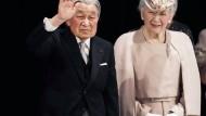 Der Kaiser, der die Verbindung zwischen der Tradition des Kaisertums und demokratischer Morderne schaffte: Akihito und seine Frau Michiko bei einer Zeremonie zum 30. Thronjubiläum.