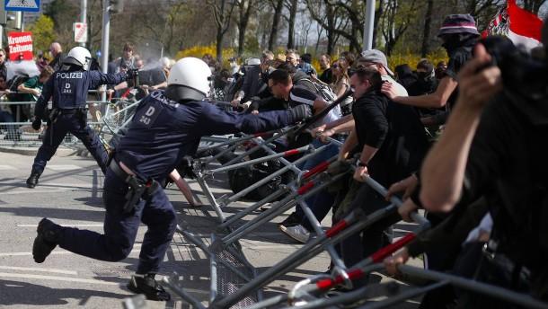 Pfefferspray und Festnahmen bei Corona-Demo in Wien