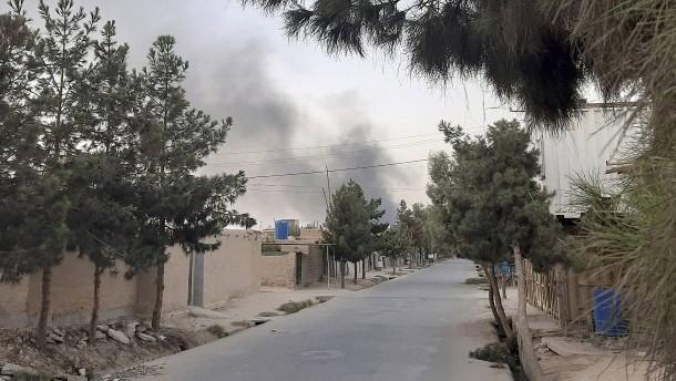 Taliban nehmen erstmals Provinzhauptstadt ein