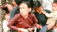 Kurz bevor die Soldaten das Feuer eröffneten: Vietnamesische Zivilisten in My Lai vor fünfzig Jahren.