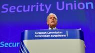 Der EU-Innenkommissar Dimitris Avramopoulos kündigte in Brüssel den Ausbau des Schengener Informationssystems an.