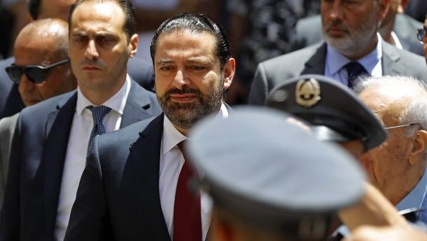 Regierungschef Hariri soll im Amt bleiben