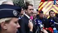 Der französische Innenminister Christophe Castaner in Paris am Donnerstag vor der Polizeizentrale in Paris, dem Tatort der Messerattacke