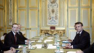 Um sich mit dem neuen gesetz sicher zu sein hatte Präsident Emmanuel Macron sich persönlich mit Facebook-Chef Mark Zuckerberg in Paris abgestimmt.