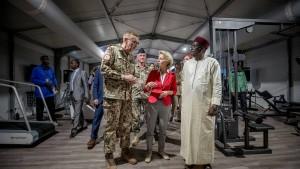 Verteidigungsministerin eröffnet Bundeswehr-Camp