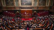 """""""Ich glaube an Europa, aber ich finde die Skepsis nicht unberechtigt"""": Präsident Emmanuel Macron vor beiden Parlamentskammern im Schloss von Versailles."""