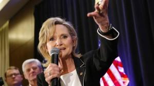Umstrittene Senatorin setzt sich durch