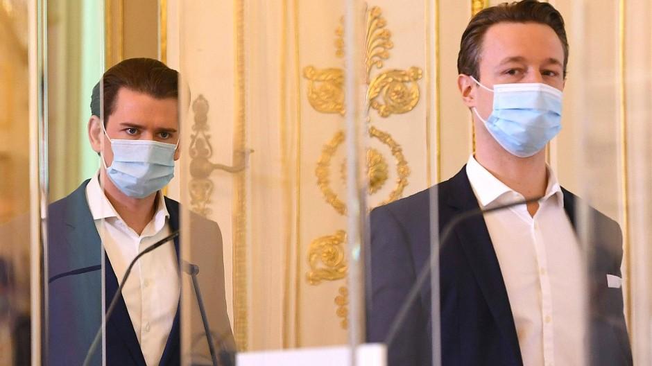 Der österreichische Bundeskanzler Sebastian Kurz und Finanzminister Gernot Blümel (ÖVP) im Mai 2020 bei einer Presskonferenz in Wien