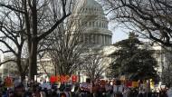 Für ein Impeachment: Demonstration vor dem Kapitol in Washington während der Debatte über ein Amtsenthebungsverfahren gegen Trump.
