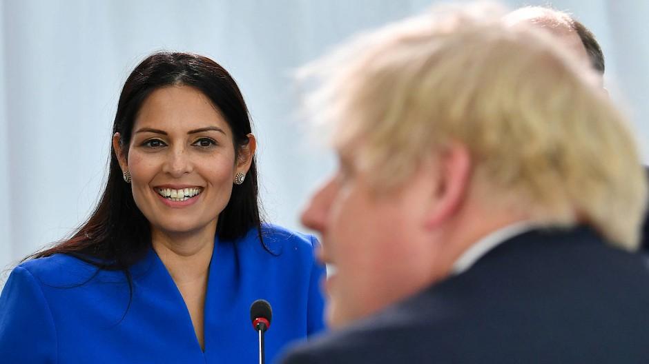 Schlüsselfigur in Johnsons Regierung: die britische Innenministerin Priti Patel