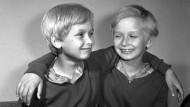 Die Zwillinge Kaczynski 1961 im Alter von zwölf Jahren, links Jaroslaw und rechts Lech. Lech Kaczynski verunglückte 2010 beim Flugzeugabsturz bei Smolensk.