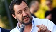 """""""Schluss mit der Party für Schlauberger"""": Matteo Salvini zur Schulspeisung."""