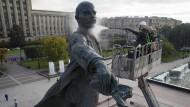 Frisch gereinigt ins Jubiläum: Lenin-Statue in St. Petersburg