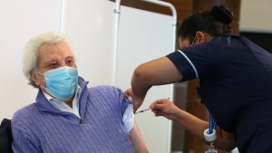 In acht Tagen 140.000 Briten geimpft