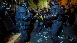 25 Festnahmen bei Straßenschlachten in Katalonien