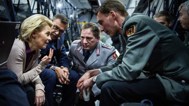 Wie kommt die Bundeswehr aus der Rüstungsmisere heraus?