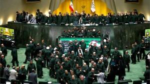 Iranische Abgeordnete mahnen zur Besonnenheit