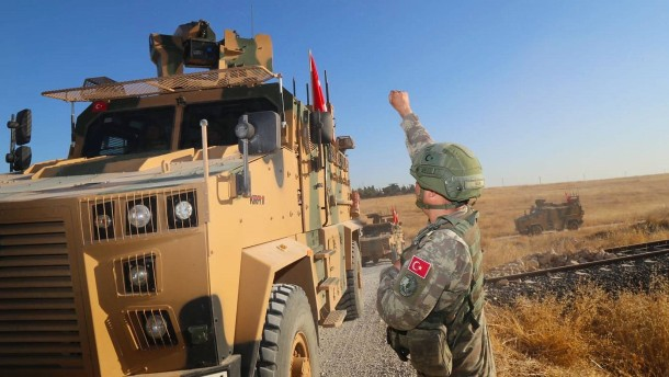 Türkei verlegt Truppen an syrische Grenze