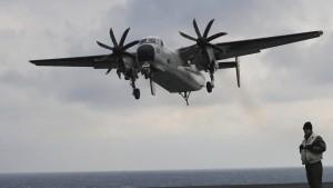 Armeeflugzeug mit 11 Insassen abgestürzt